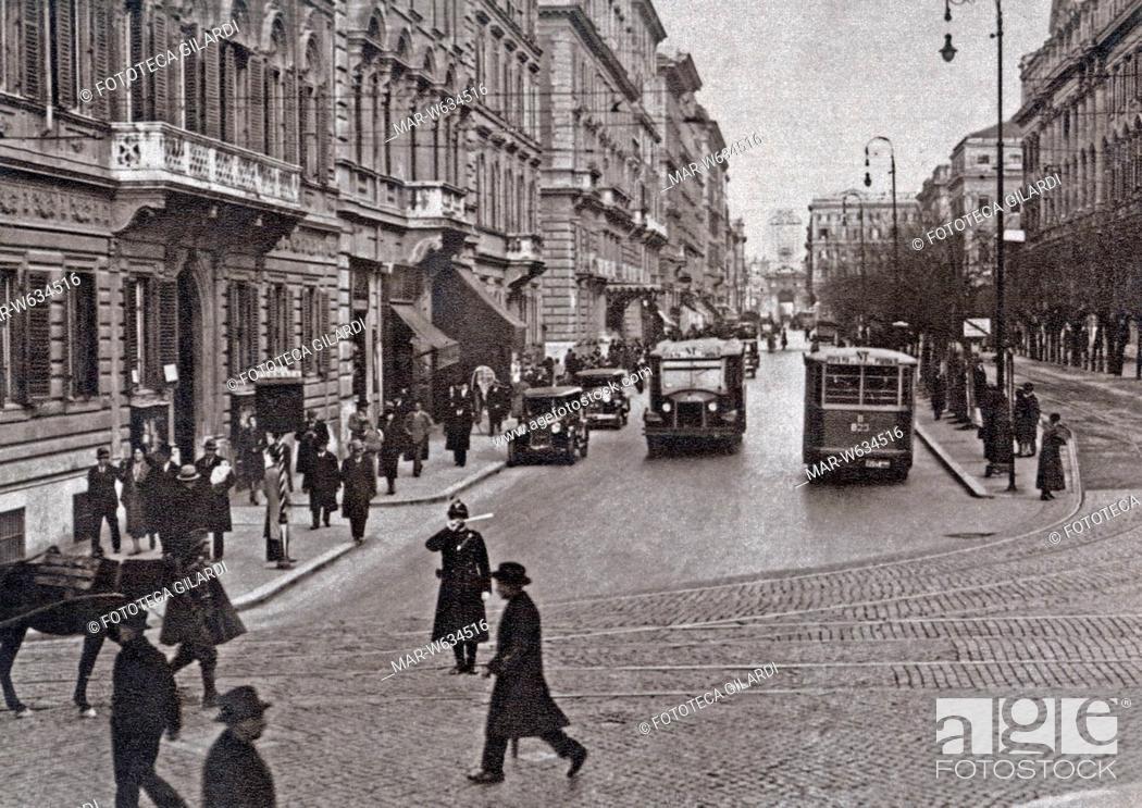 Stock Photo: ROMA Veduta di Via XX Settembre, scena di strada con pedoni e automobili. Fotografia, 1933 circa, Copyright © Fototeca Gilardi.