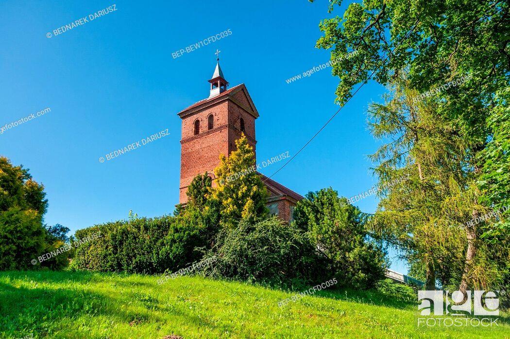Imagen: Church of Saint Peter and Saint Paul in Dobino, village in West Pomeranian voivodeship. Poland.