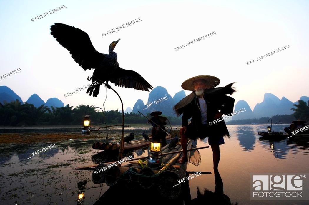 Stock Photo: Cormorant fisherman on Li River, Yangshuo, Guilin, Guangxi, China.