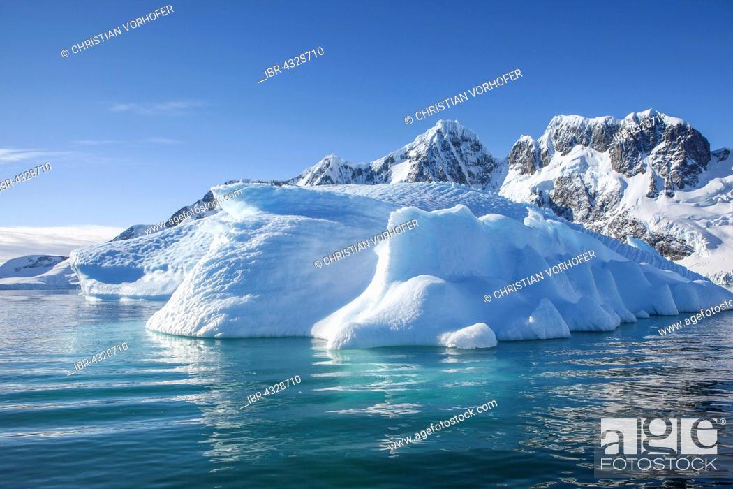 Imagen: Ice and rocks, Antarctic Peninsula, Antarctica.