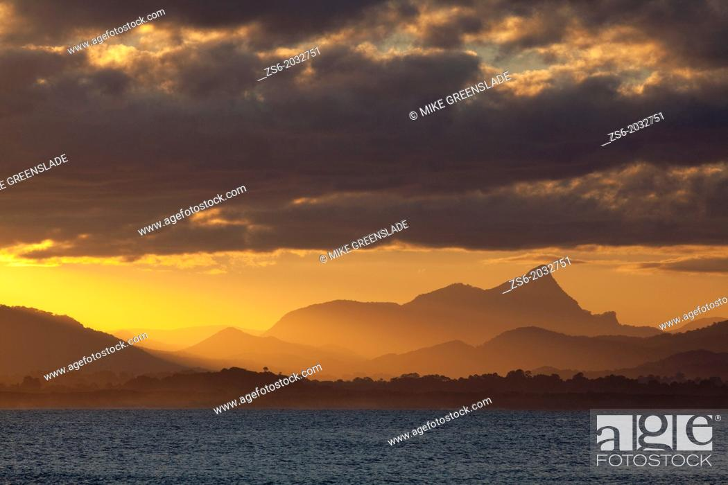 Imagen: Mt Warning sunset from The Pass, Byron Bay, New South Wales, Australia.