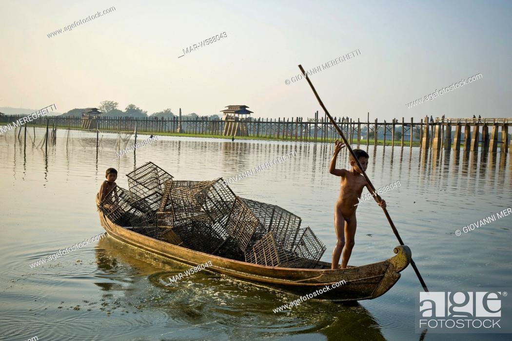 Stock Photo: footbridge ubein teakwood, connects amarapura to a pagoda on the other side of the lake, myanmar.