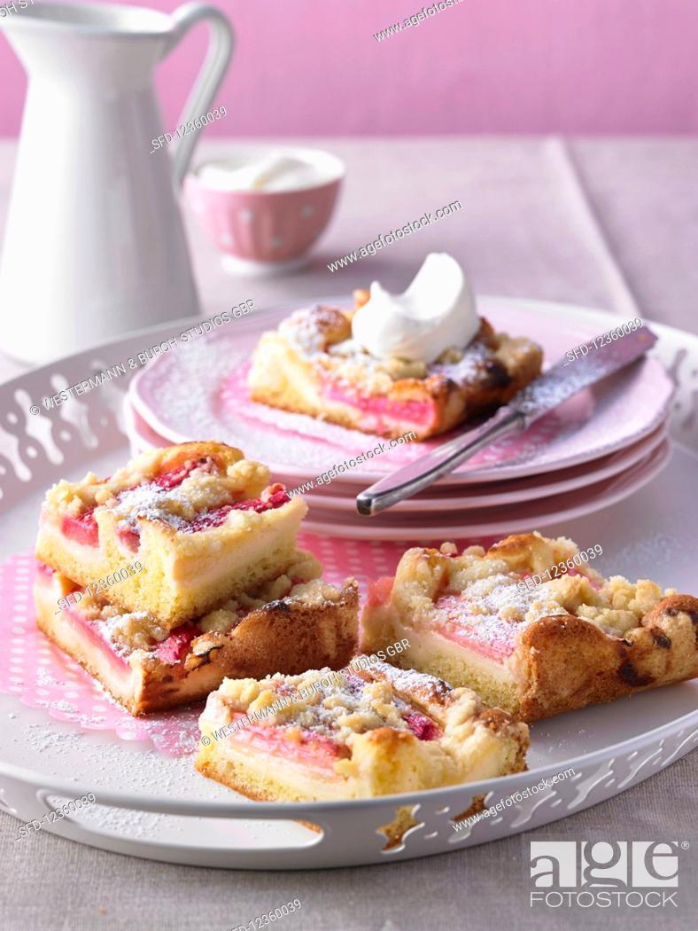 Photo de stock: Rhubarb cake with icing sugar and cream.
