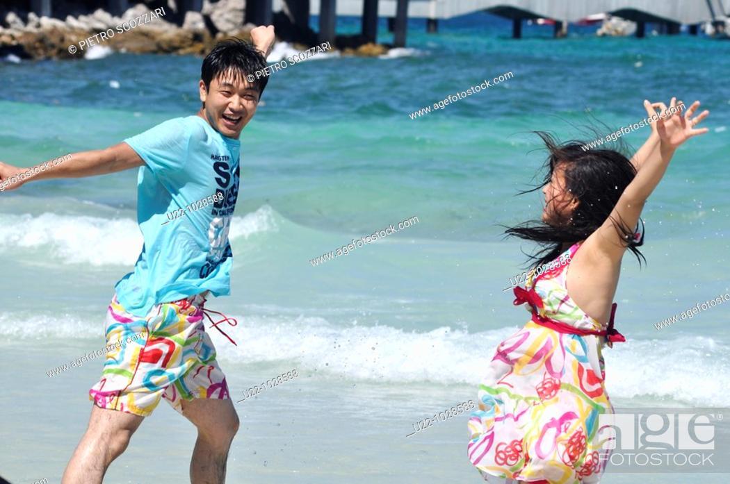 Stock Photo: Pattaya (Thailand): Asian tourists at Ta Waen beach, in Koh Larn island.