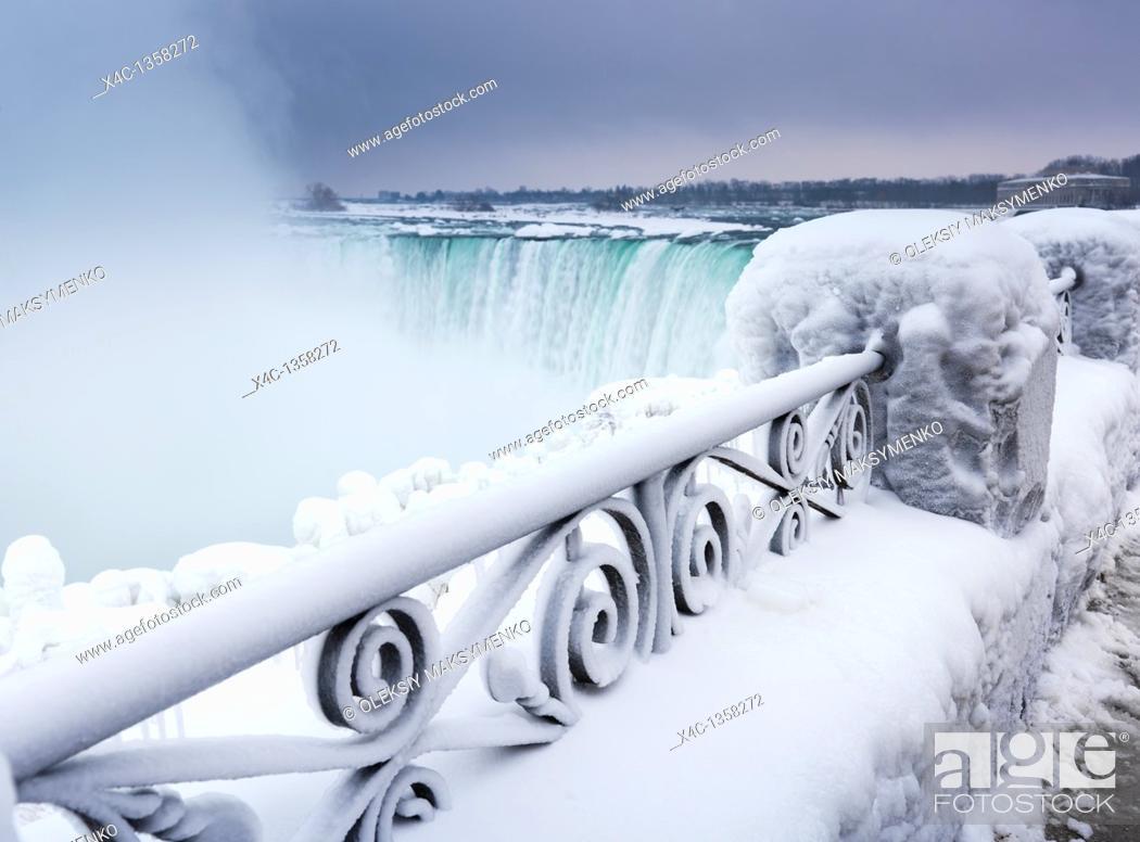 Stock Photo: Niagara Falls Horseshoe waterfall wintertime scenic  Ontario, Canada.