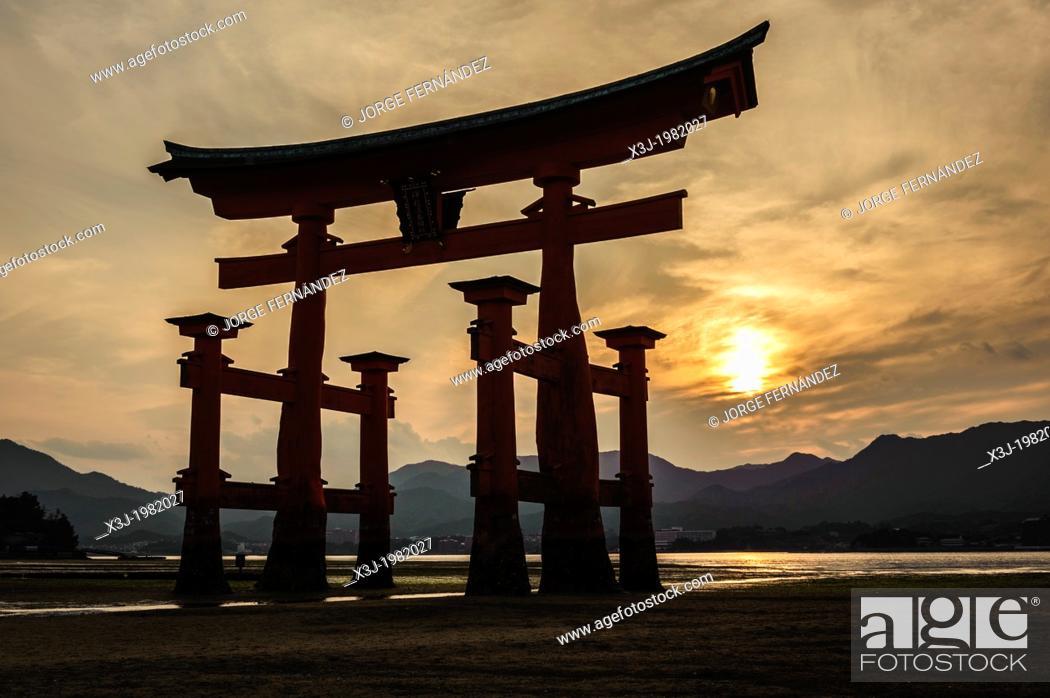Stock Photo: View of the grand floating Torii, Itsukushima sanctuary, Miyajima, Japan, Asia.