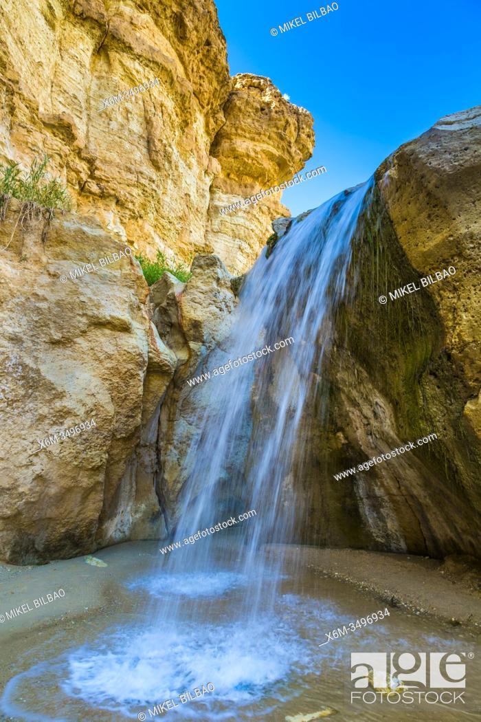 Stock Photo: People in Mountain oasis. Tamerza. Tunisia, Africa.