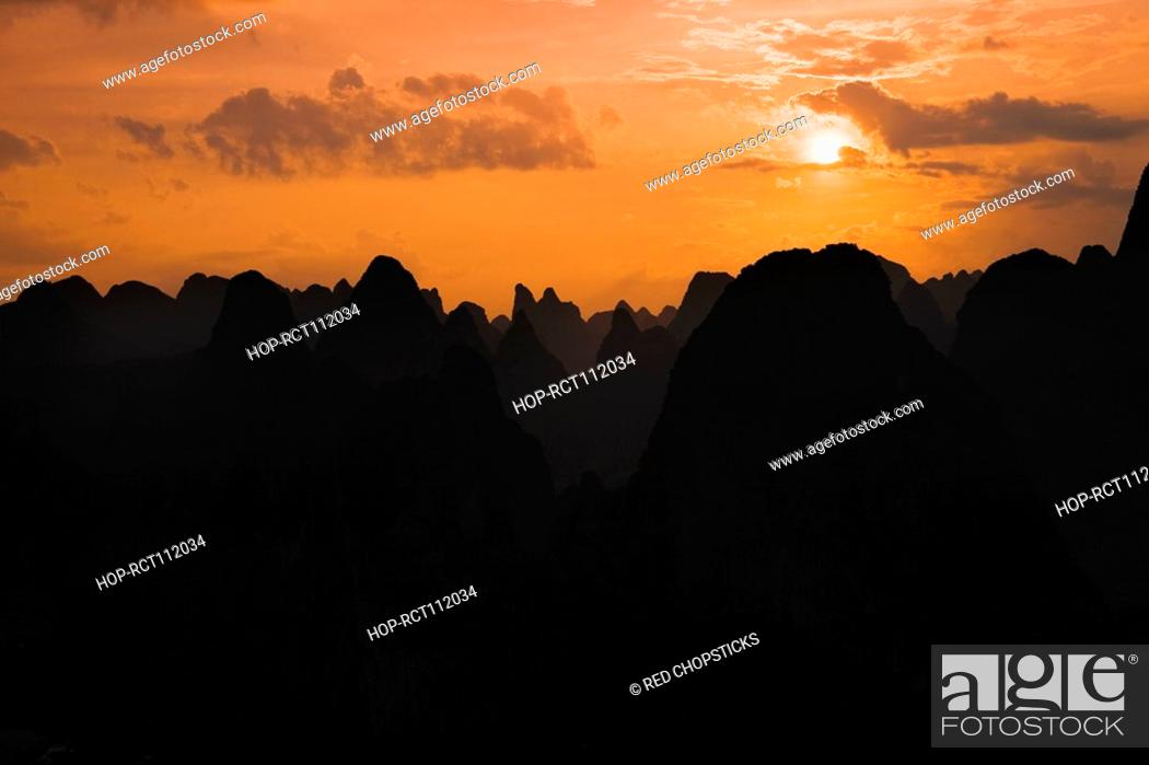 Stock Photo: Silhouette of hill ranges at dusk, Guilin Hills, Xingping, Yangshuo, Guangxi Province, China.