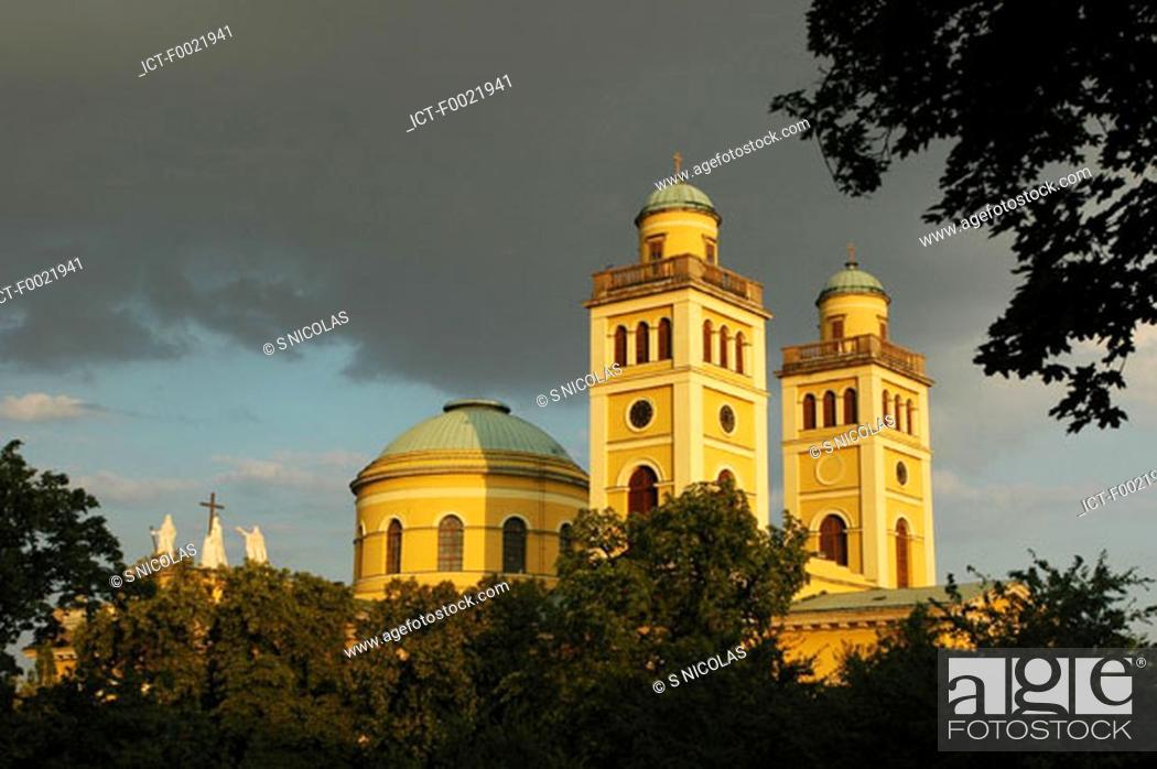 Stock Photo: Hungary, Eger, basilica.