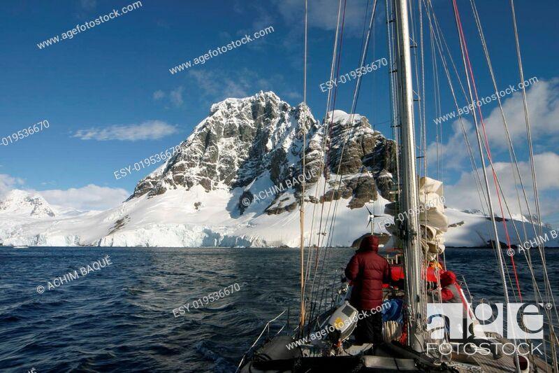 Imagen: Sailing in Antarctica.