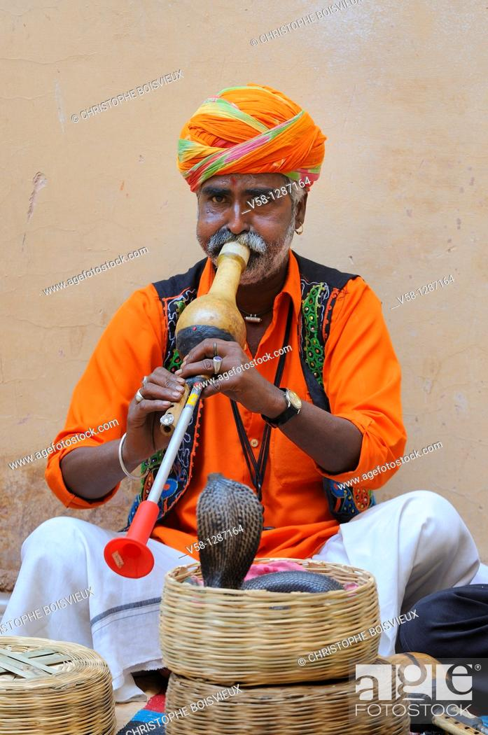 Stock Photo: India, Rajasthan, Amber fort, Snake charmer.