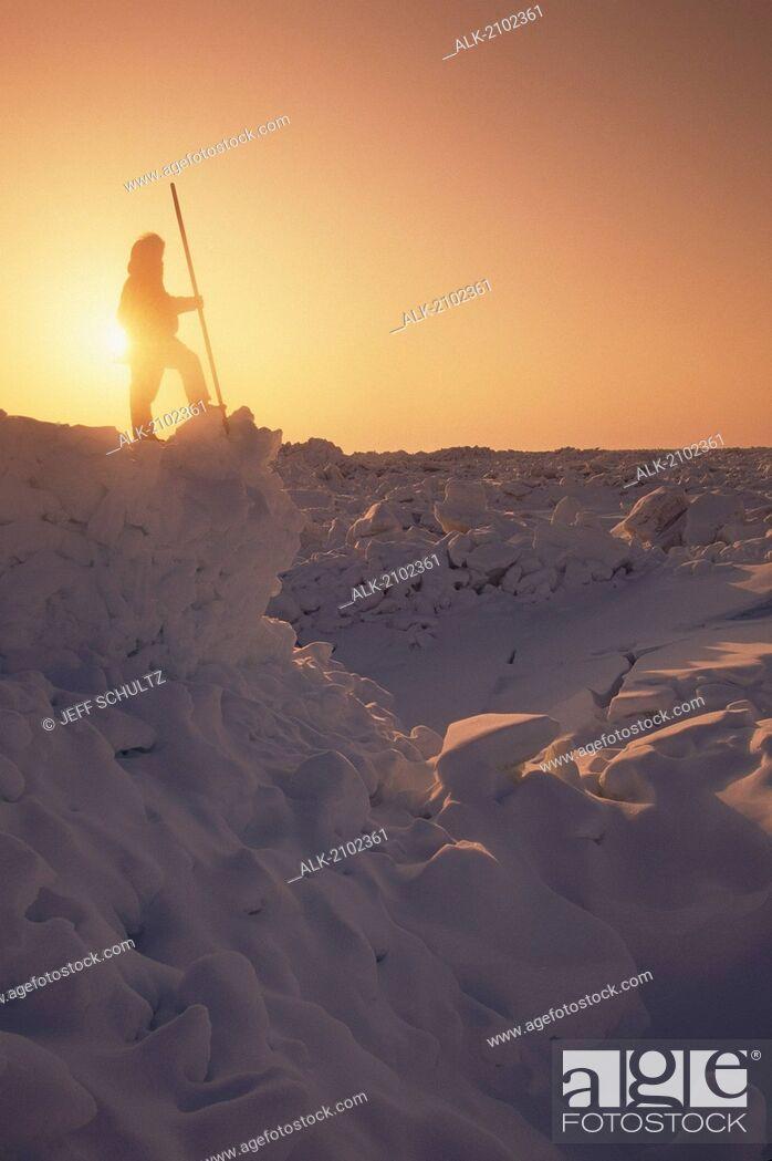Imagen: Inupiat Eskimo Barrow Arctic Ocean Viewing Ice Snow Ak Sunset Arctic Silhouette.