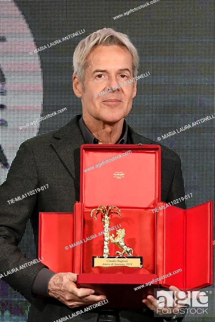 Imagen: Claudio Baglioni receives the 'Amico di Sanremo ' Award (Friend of Sanremo) during the final press conference of 69th Sanremo Music Festival, Sanremo.