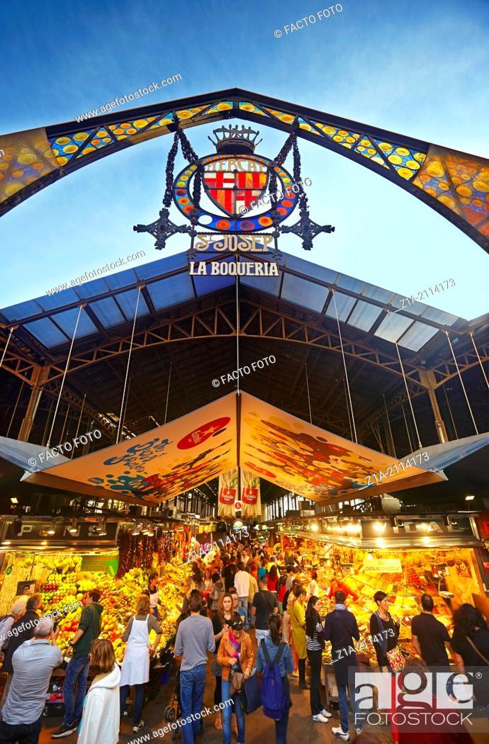 Imagen: La Boquería Market (Mercat de Sant Josep de la Boquería) at La Rambla. Barcelona. Catalonia. Spain.
