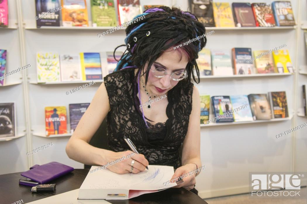 Imagen: Finnish novelist, political activist and playwright Sofi Oksanen presented her works during the 24th International Book Fair and Literary Festival Book World.