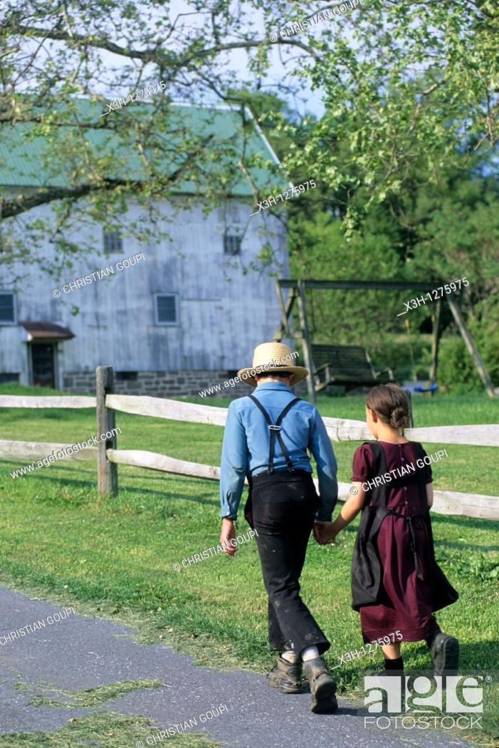 Stock Photo: Amish children, Lancaster County, Pennsylvania, United States.