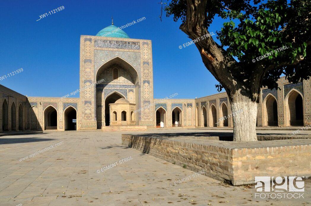 Imagen: courtyard of Kalan, Kalyan, Kalon Mosque, Bukhara, Buchara, Silk Road, Unesco World Heritage Site, Uzbekistan, Central Asia.