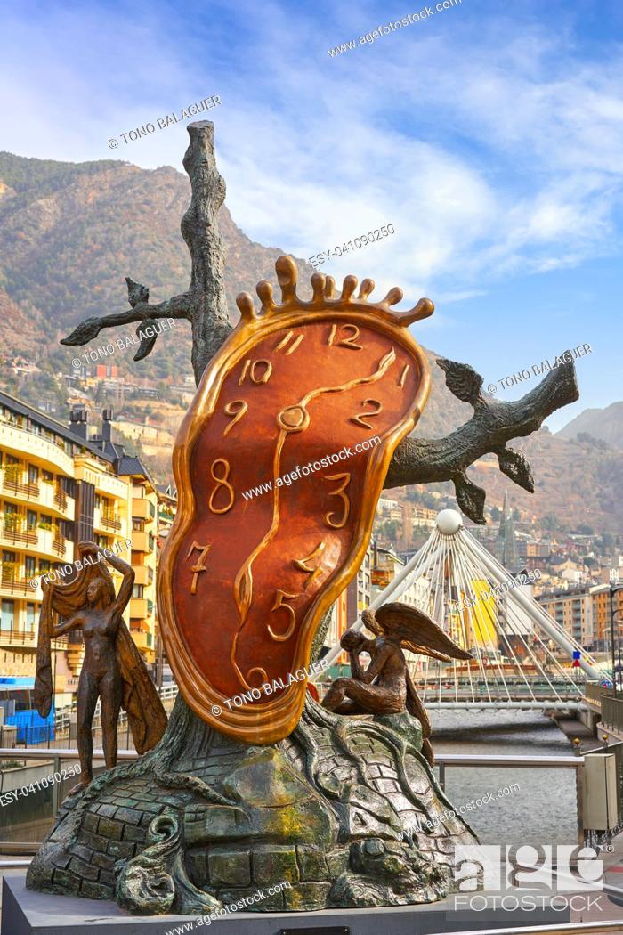 Imagen: Andorra la Vella Salvador Dali Noblesse du Temps sculpture in Pyrenees.