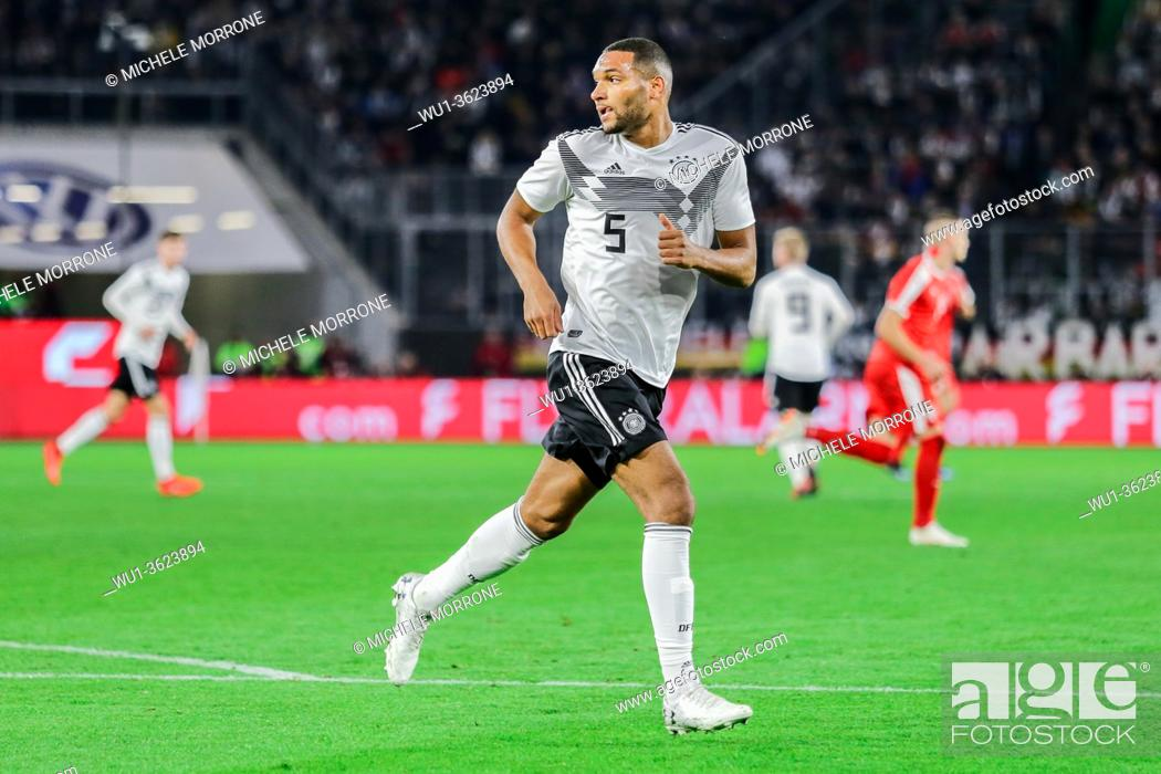 Imagen: Wolfsburg, Germany, March 20, 2019: Jonathan Tah (GER) runs in the field during the international soccer game between Germany and Serbia.