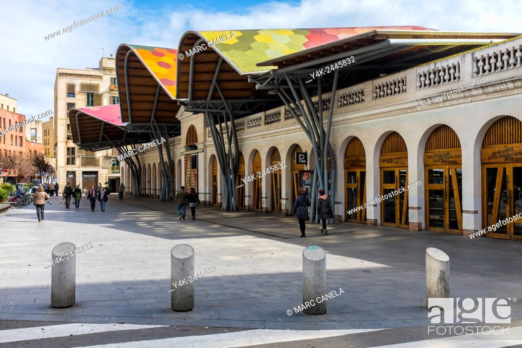 Stock Photo: Europe, Spain, Barcelona, Mercat de Santa Caterina, Market Holy Catherine is the latest market built in Barcelona. Totally renovated in 2005 with brilliance by.