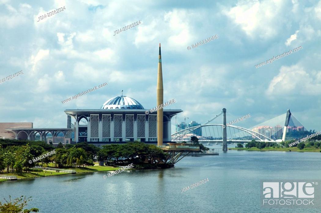 Stock Photo: Malaysia, Putrajaya, Putra Lake.