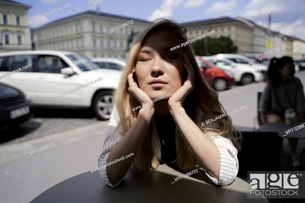 Photo de stock: sun on face.