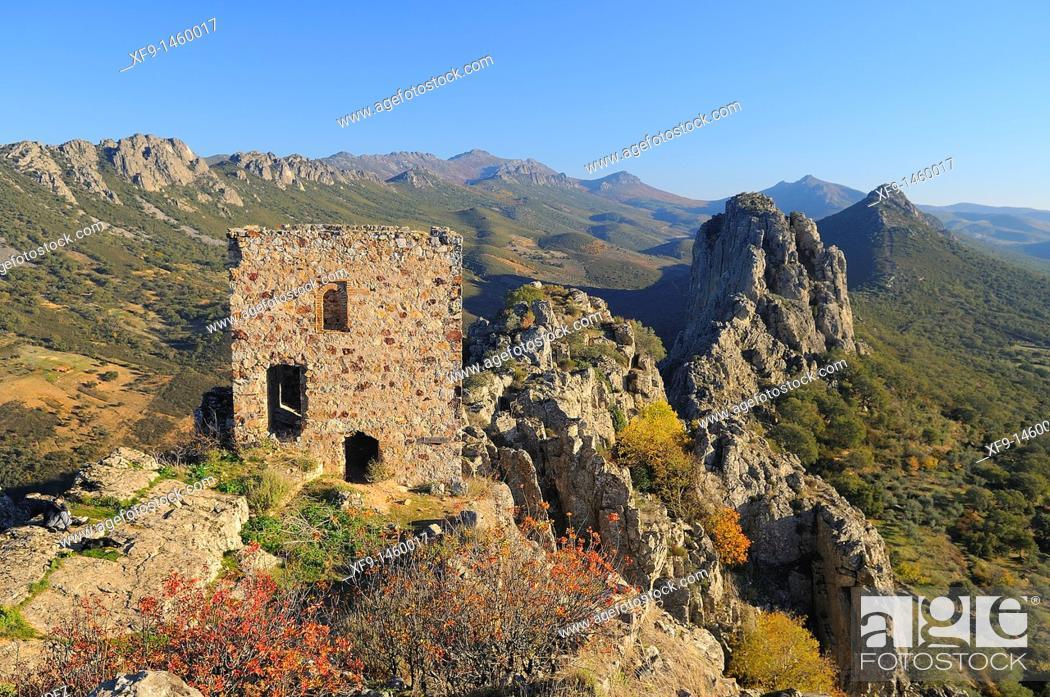 Stock Photo: Cabañas castle. Cabañas del Castillo. Villuercas. Cáceres province. Extremadura. Spain.