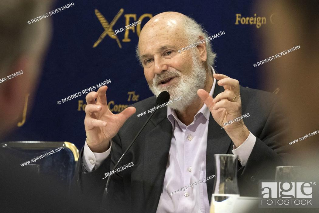 Imagen: February 01, 2019, Tokyo, Japan - American actor, director and producer Rob Reiner speaks during a news conference for his film Shock and Awe at The Foreign.