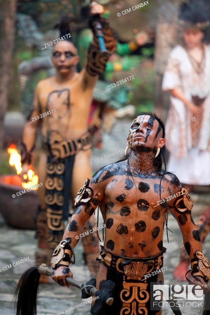 Photo de stock: Dancers performing a representative shaman ceremony of the Pre-Hispanic Mayan Culture, Xcaret, Playa Del Carmen, Riviera Maya, Yucatan Province, Mexico.
