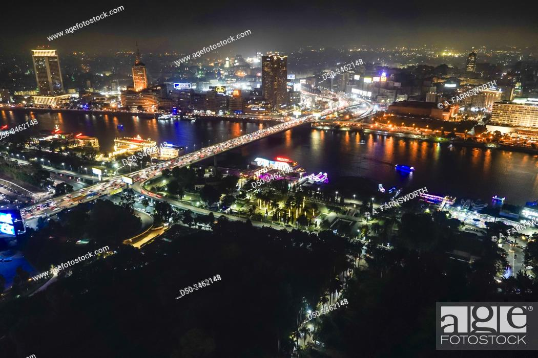 Imagen: Cairo, Egypt The skyline at night.