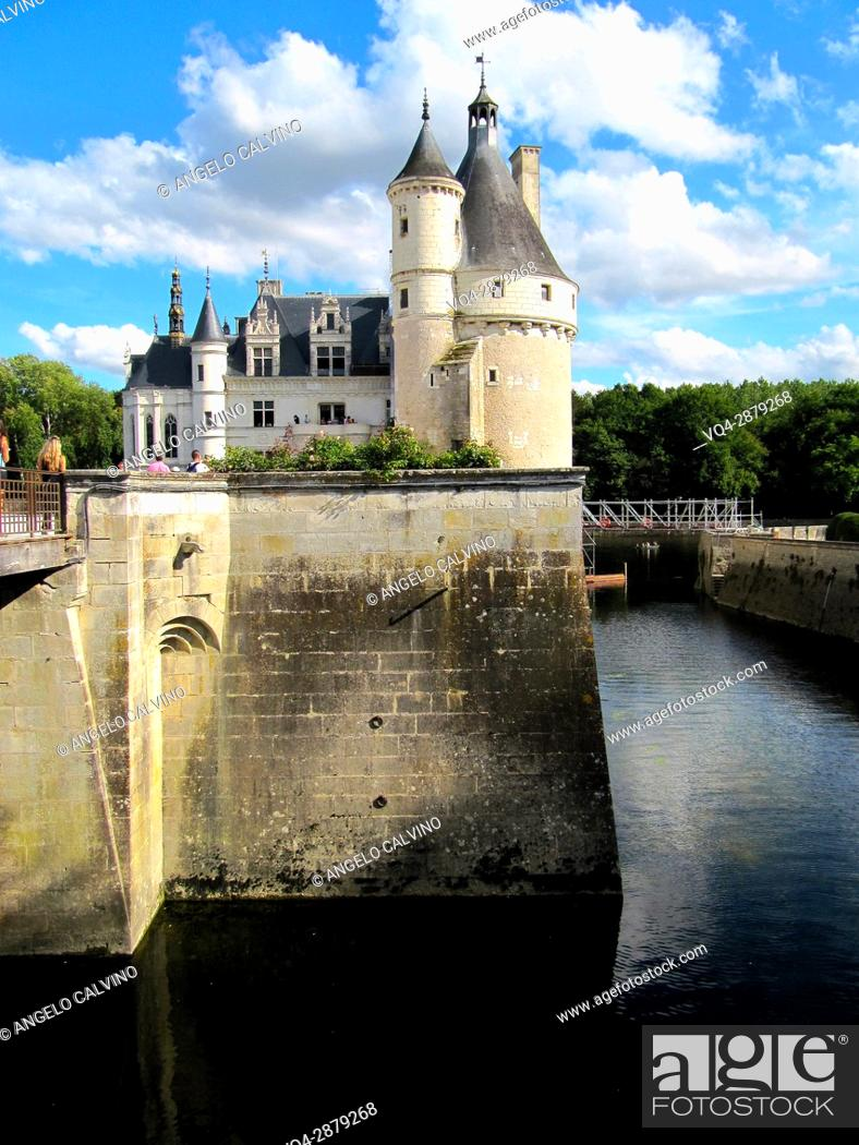 Imagen: Castle of Chenonceau, built from 1513 to 1521 in Renaissance style, over the Cher river, Indre et Loire, France. 					.
