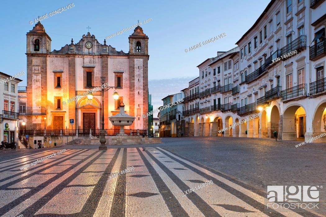 Stock Photo: Giraldo Square, Evora, Alentejo, Portugal, Europe.