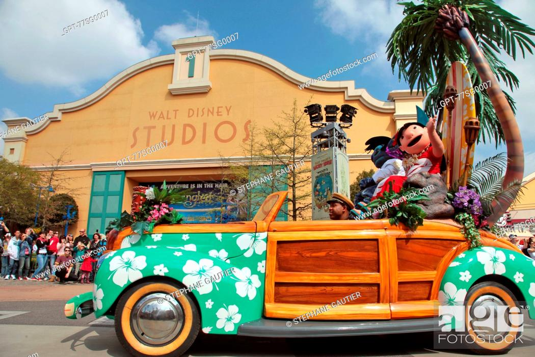 LILO AND STITCH' FLOAT, PARADE AT THE AMUSEMENT PARK