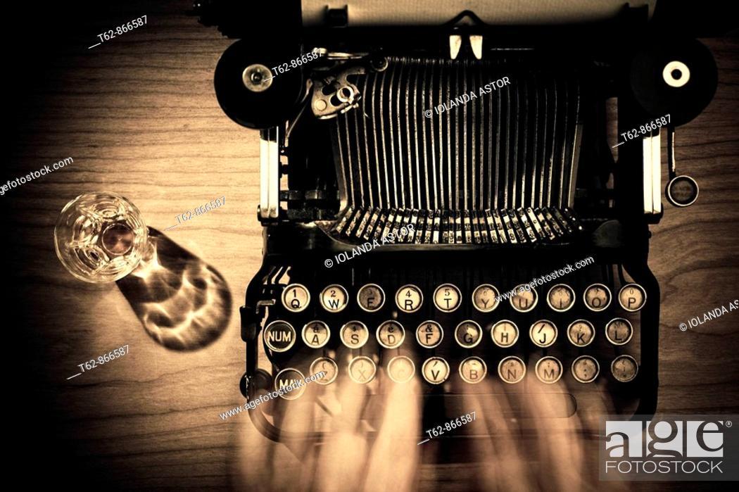 Imagen: Old typewriter.