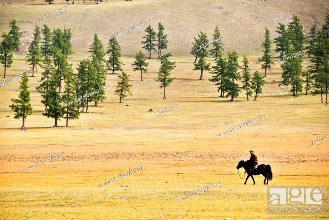Imagen: Mongolian riding a horse, Khovsgol nuur lake, Mongolia.