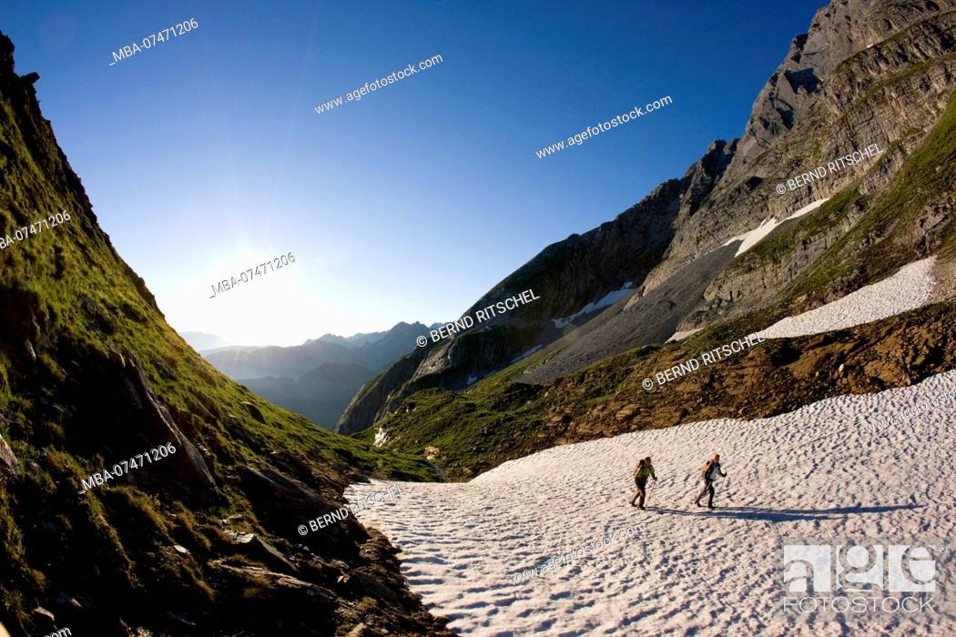 Stock Photo: Hike to Geißkopf across snowfields, Gerlos valley, Zillertaler Alps, Tirol, Austria.