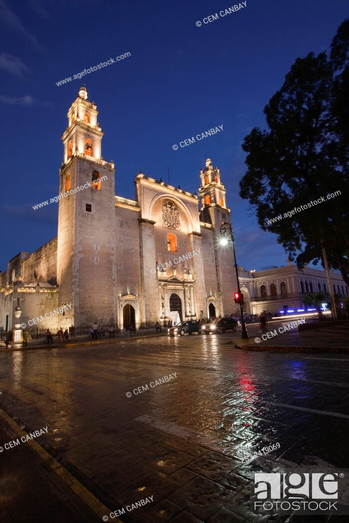 Stock Photo: Catedral de San Idelfonso. S. XVI. -Cathedral of San Idelfonso by night, Merida, Yucatan Province, Mexico, Central America.