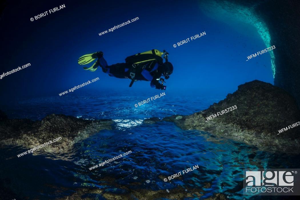 Photo de stock: Diver in Cave, Vis, Croatia.