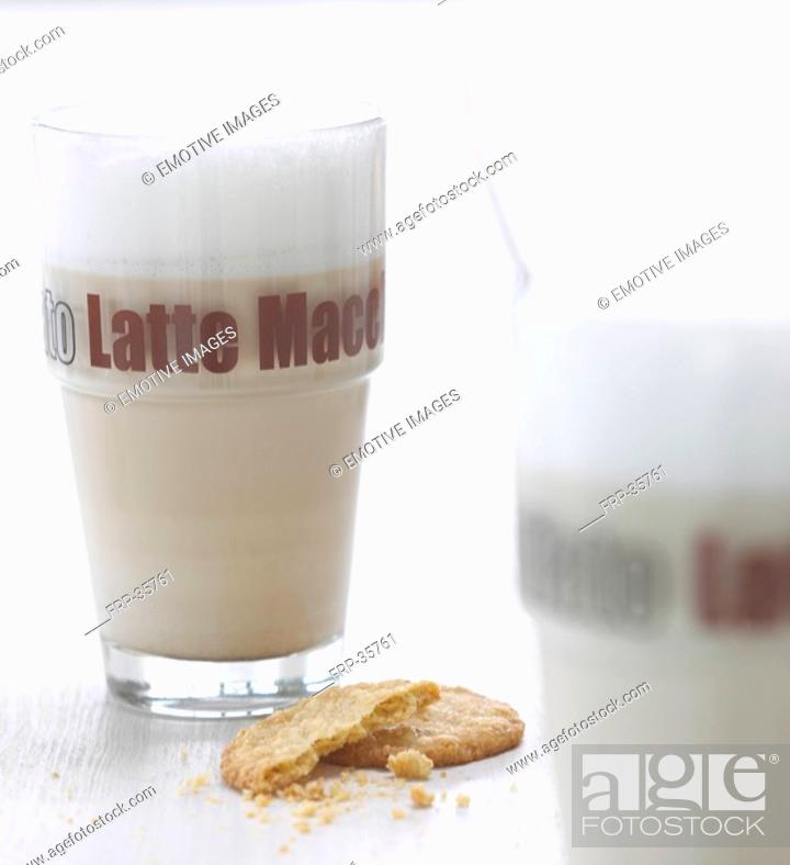 Stock Photo: Latte macchiato and a cookie.