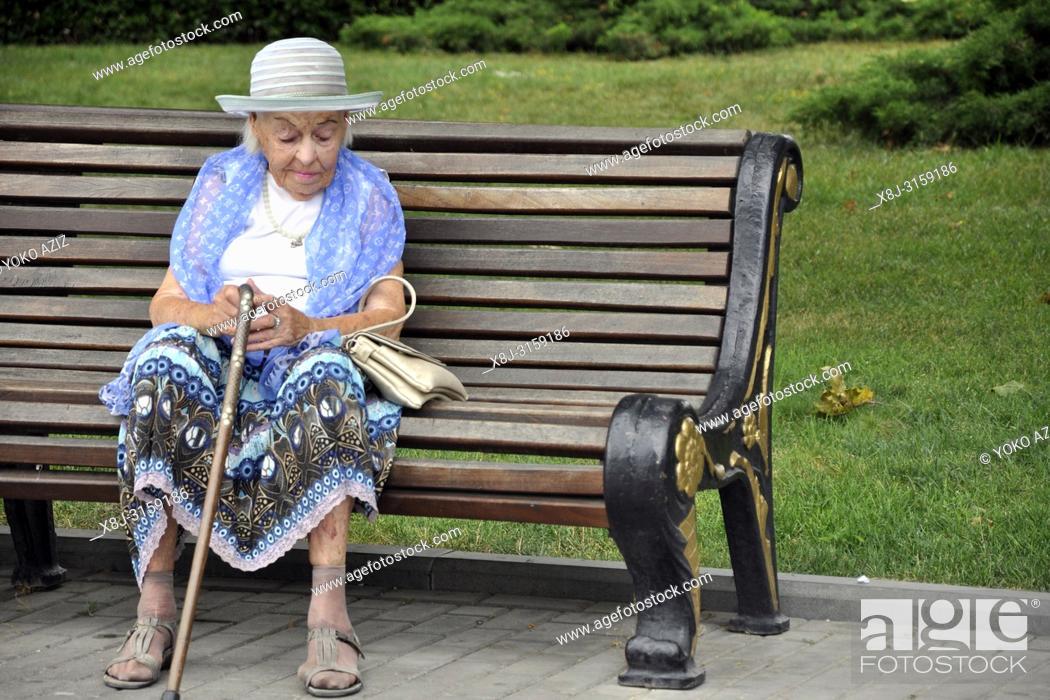 Imagen: Azerbaijan, Baku, elderly.