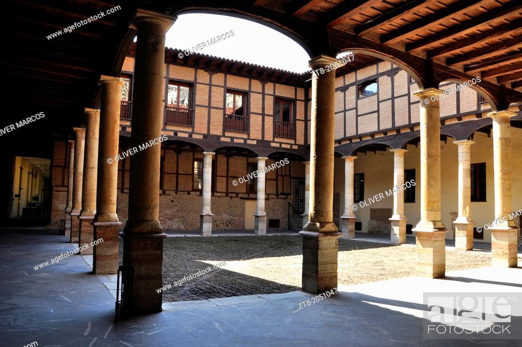 Stock Photo: Courtyard of the Palacio Episcopal (Bishop's Palace), Leon, Castilla-Leon, Spain.