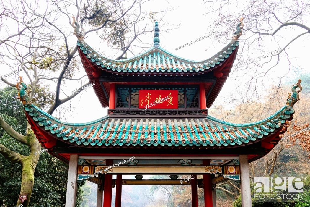 Imagen: Changsha, Hunan province, China - The view of Aiwan Pavilion in the middle of woods.