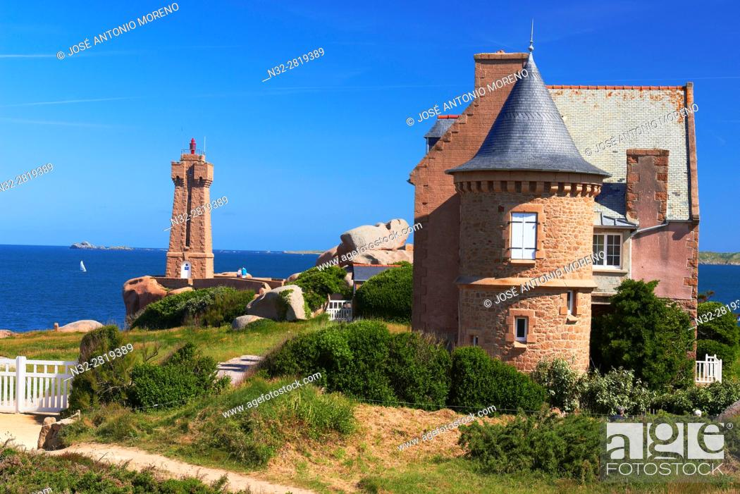 Stock Photo: Ploumanach, Ploumanac'h, Mean Ruz Lighthouse, Phare de Mean Ruz, Sunset, Pink granite coast, Cote de Granit Rose, Cotes d'Armor, Côtes-d'Armor.