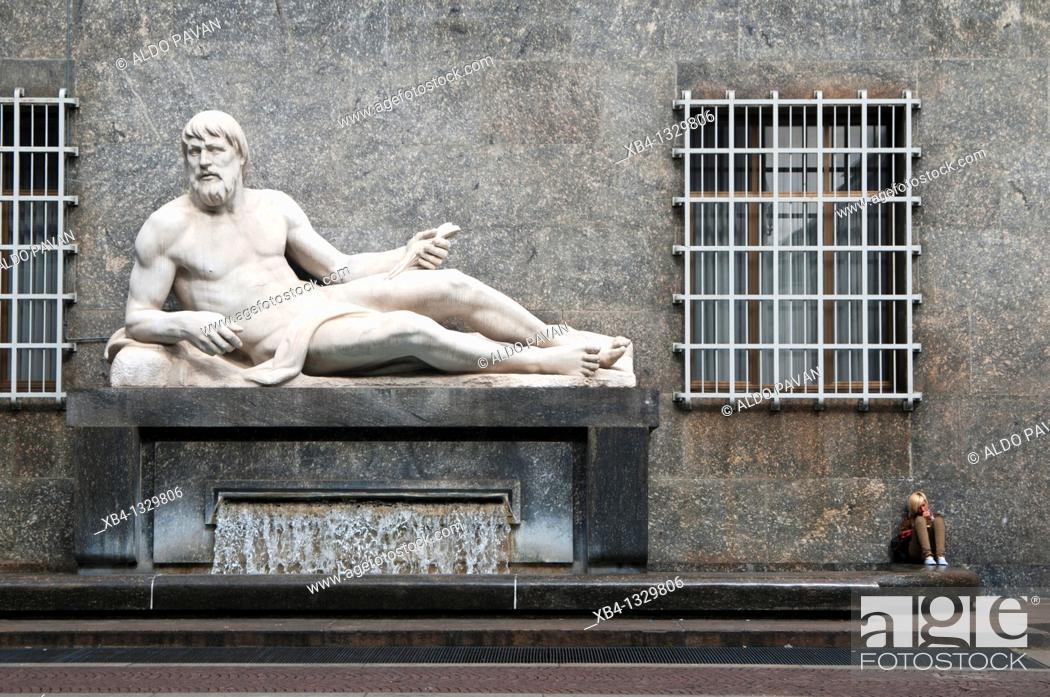 Stock Photo: Italy, Piedmont, Turin, Piazza C.L.N.