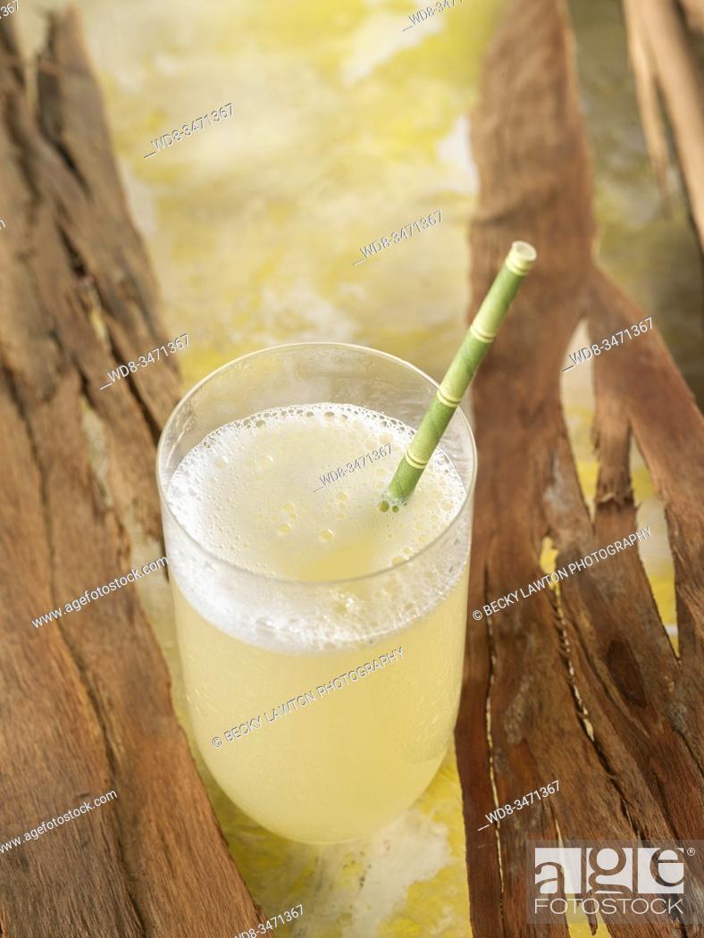 Stock Photo: limonada de jengibre / ginger lemonade.