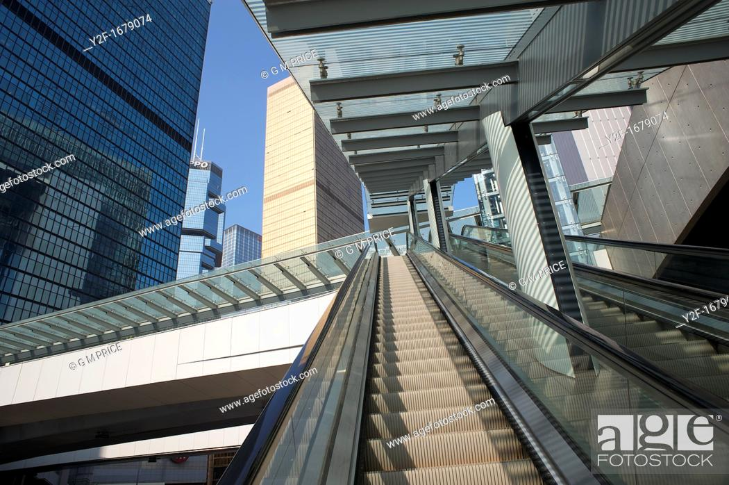 Imagen: escalator and office buildings, Hong Kong, China.