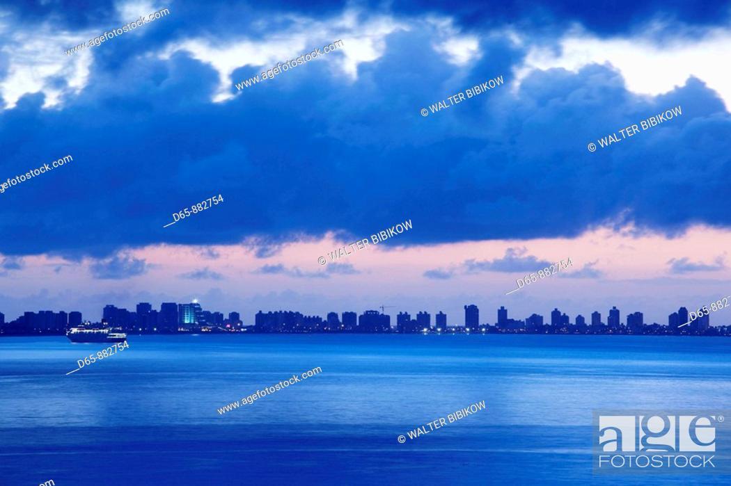 Stock Photo: Dawn over the Rio Plata and city skyline, Punta del Este, Uruguay.