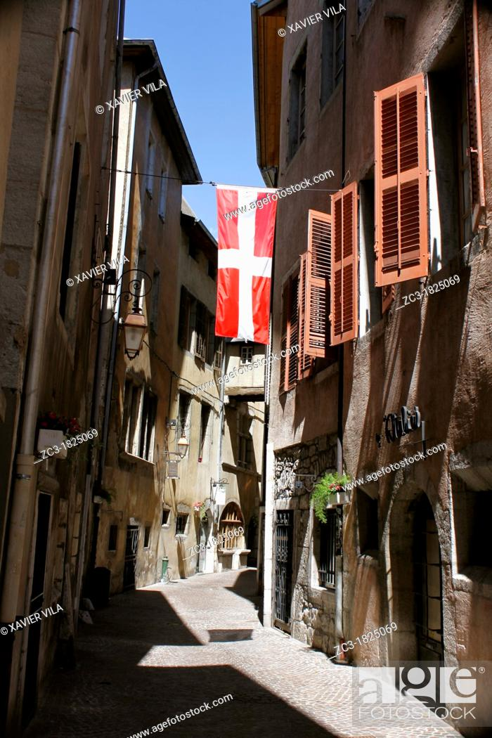 Stock Photo: Old street with Savoyard flag near the castel of Chambéry, Savoie, Rhône-Alpes, France.