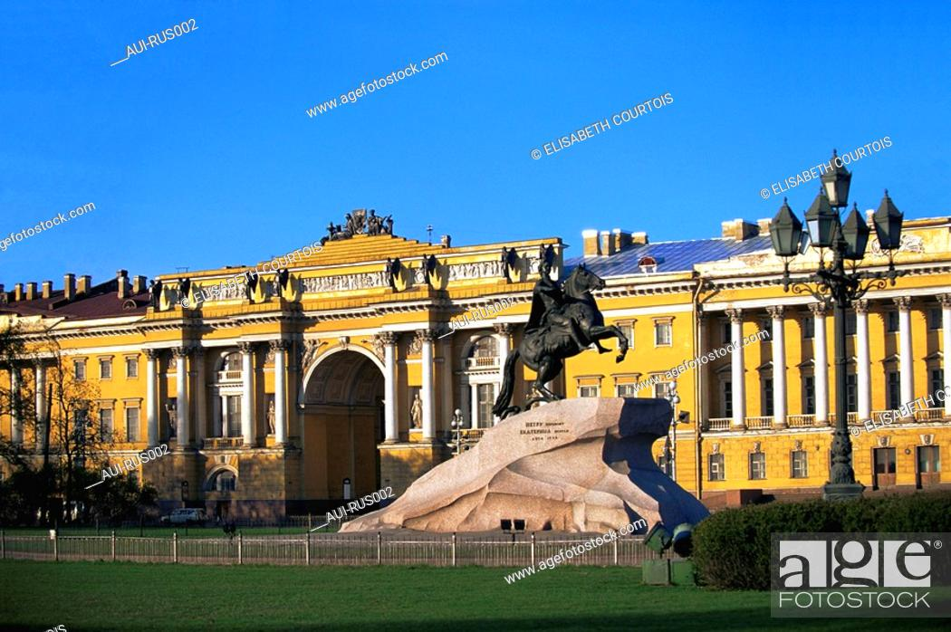 Stock Photo: Russia - St petersburg - The Senate and Peter the Great Statue.