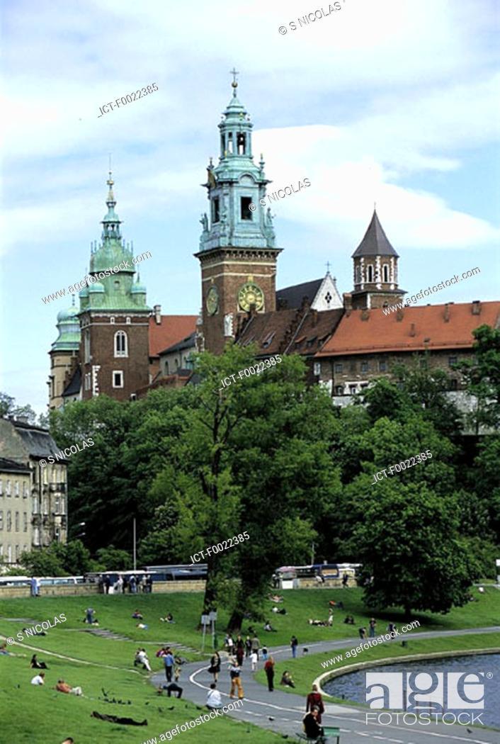 Stock Photo: Poland, Kracow, Wawel Hill, royal castle.